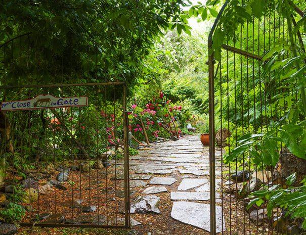painted hills vacation garden gate
