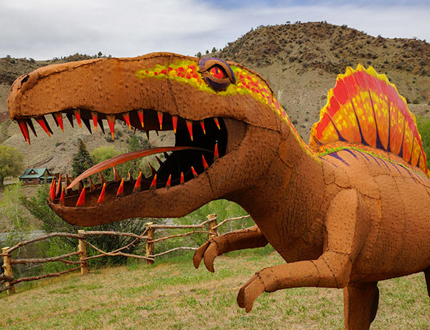 dinosaur in painted hills